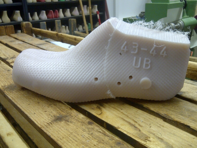 Raw unfinished plastic Shoe Last